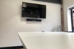 Screen-Polycom-bar-low-desk-left